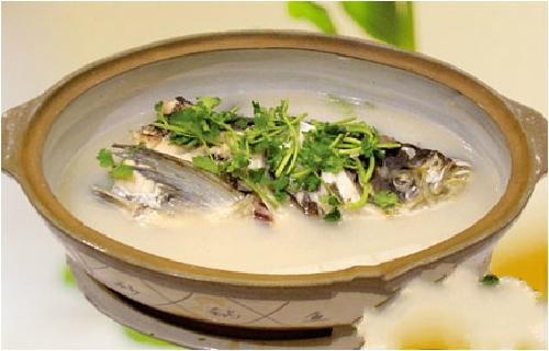 怎麼煲出一鍋湯濃味鮮的魚頭湯?這個秘訣請收好! - 每日頭條