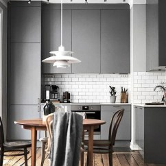 Grey Kitchen Countertops Cabinet Lighting Ideas 一篇文章 让你找到喜欢的那种灰色厨房 每日头条 复古的灰色厨房搭配木制的台面和白色地铁瓷砖
