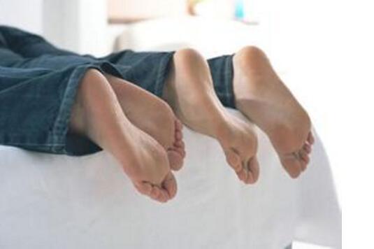 腳臭和鞋臭的原因是什麼?6個消除鞋臭的方法,對癥下藥才有效! - 每日頭條