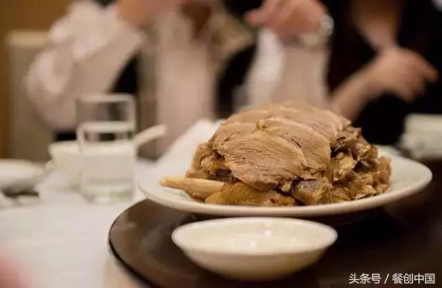 一碟正宗的潮汕滷水鵝是怎麼樣的?讓法國廚師來嘗嘗潮州滷鵝肝 法國的鵝肝再也不會煎著吃 - 每日頭條