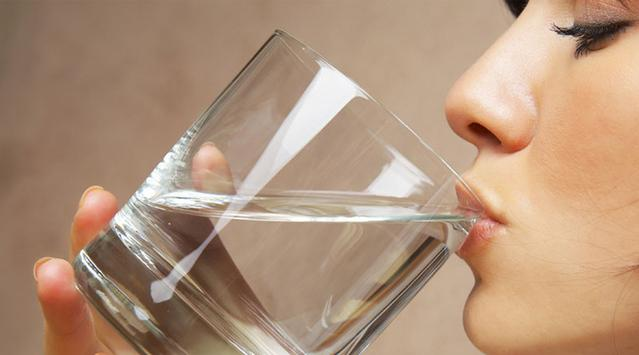 清晨起床第一杯水好處多多 美容養顏青春10歲 - 每日頭條