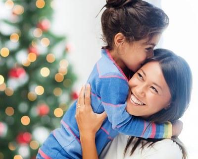 一二年級的小朋友拒絕父母的擁抱說肉麻噁心。親密接觸真不重要? - 每日頭條