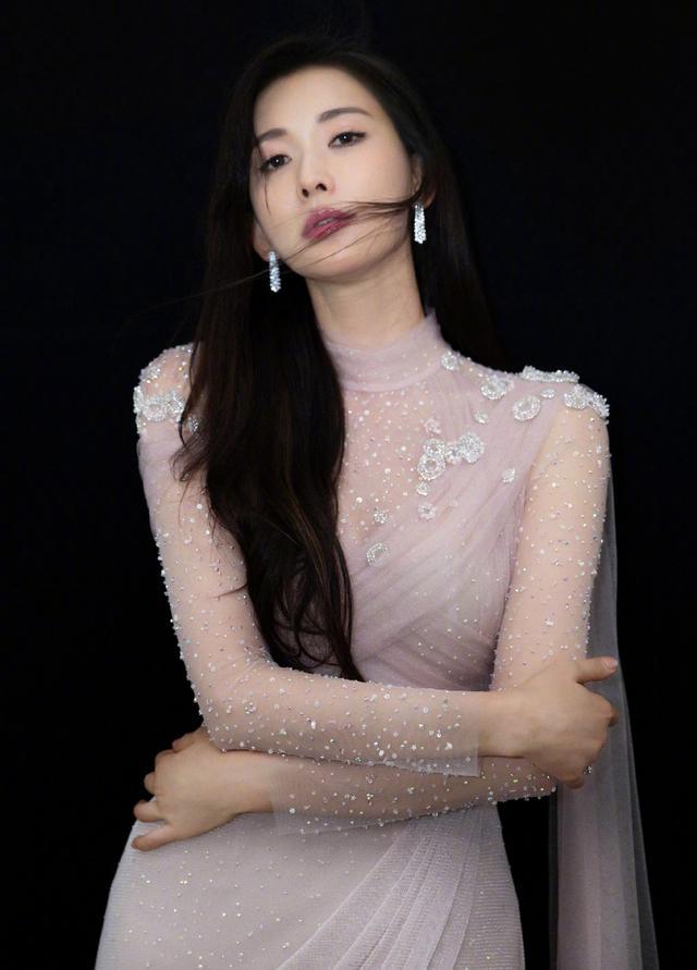 林志玲姐姐的神仙顏值,佩戴各類珠寶首飾很時尚,珍珠首飾顯氣質 - 每日頭條