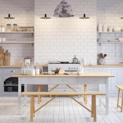 White Round Kitchen Table Pewter Faucet 现代白色厨房 每日头条 这个斯堪的纳维亚设计的白色厨房设有模拟砖的外观的白色瓦片后挡板 带有白色旋钮抽屉拉的浅灰色橱柜面板 屠夫块台面与简单的木制长椅配对的桌子相匹配