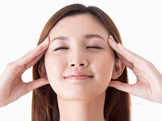 3種按摩手法 輕鬆緩解眼部水腫 - 每日頭條