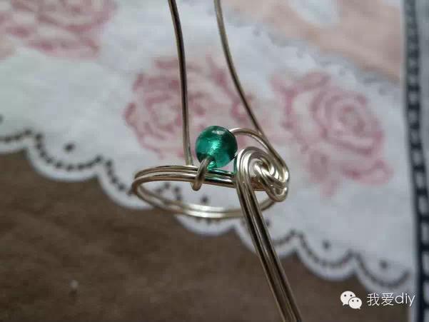 教你做兩款鐵絲戒指。都可以不用買結婚戒指啦! - 每日頭條