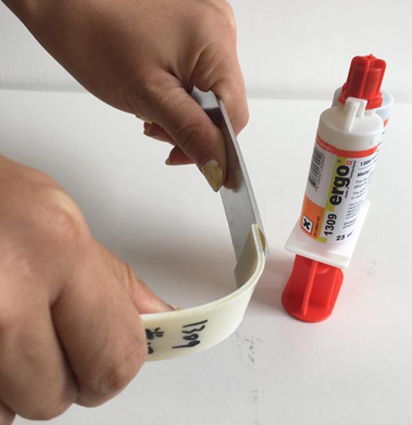 替代焊接萬能膠。強度和「電焊」一樣牢。超普通ab膠的100倍 - 每日頭條