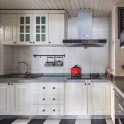 Grey Kitchen Countertops Led Faucet 永不过时的配色 厨房也同样适用 每日头条 台面的话灰色麻点我个人觉得是比较耐脏的 白色台面如果渗污就比较明显一点 墙砖和地砖各种灰色都不错 图案不宜太复杂 油烟机 灶具以及其他厨房电器基本选黑色面板
