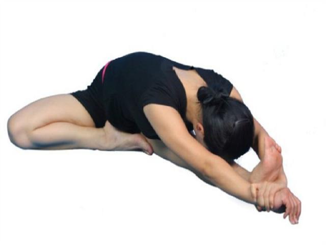 你是不是經常坐著坐著會腰痛?女性腰痛又有哪些特殊原因? - 每日頭條