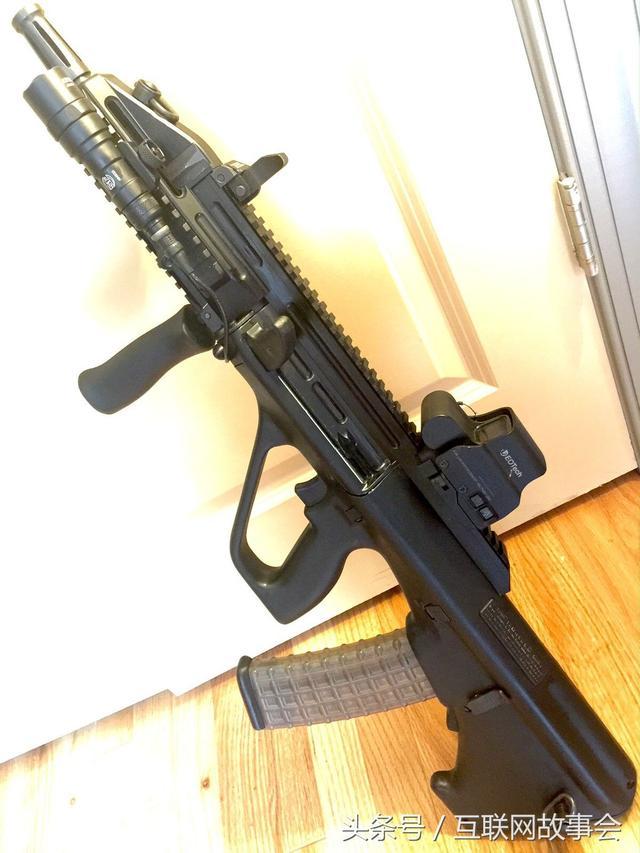 槍火25。奧地利AUG無托式突擊步槍。世界首款列裝的無托步槍 - 每日頭條