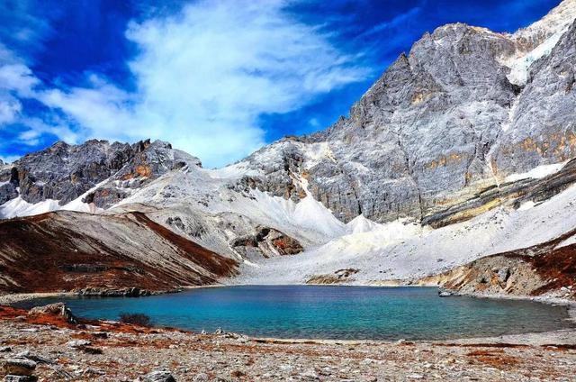 四川有一湖泊。佛經中地位與西藏羊卓雍措齊名。海拔4600米 - 每日頭條