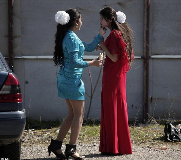 保加利亞的新娘市集。美女隨意讓人摸 - 每日頭條