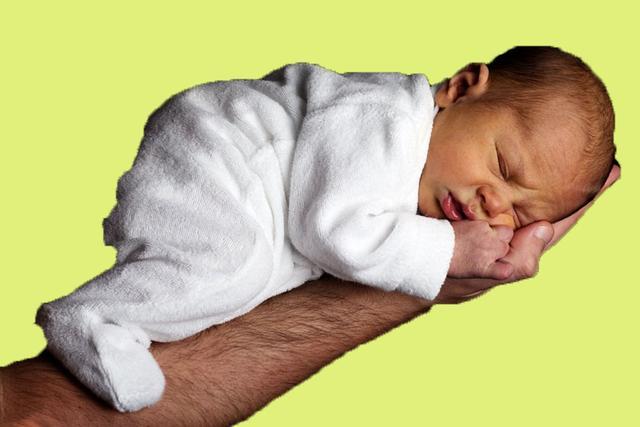 剛出生不久嬰兒喉嚨里發出痰聲。莫著急。八大招在家輕鬆助於排痰 - 每日頭條