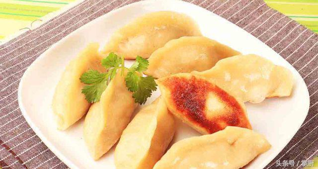 上海鍋貼怎麼做?教你最傳統的鍋貼做法!火焰煎餃口水嗒嗒啊 - 每日頭條