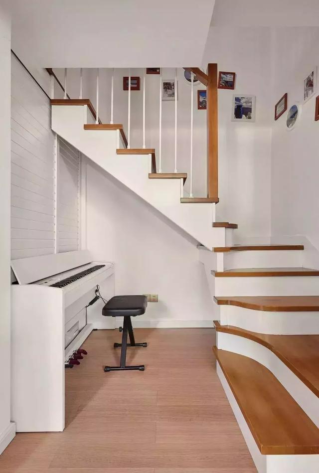 買了複式房。樓梯要怎麼設計才更高檔? - 每日頭條