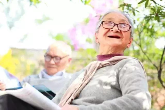 缺牙威脅全身健康。中老年人如何擁有一口健康牙齒? - 每日頭條