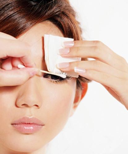 睫毛生來就不多,用錯誤的方法卸妝睫毛脫落更嚴重 - 每日頭條