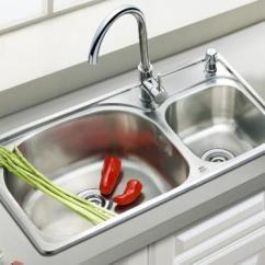Square Kitchen Sink How To Design A Island 厨房水槽圆形好还是方形好 过来人透露 别选这种准没错 超难用 每日头条 厨房中除了橱柜和家电的购买需要慎重 水槽也是不可忽视的 面对市场上款式和不同材质的选择 很多业主在购买时就会纠结该选哪种能为日后使用带来更多的便利 所以 水槽
