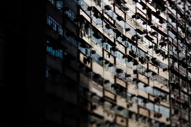 香港再出新「辣招」:二套房印花稅提至15%,年輕家庭真的買不起房了? - 每日頭條