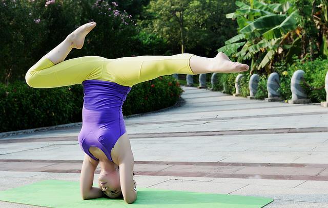 為什麼瑜伽倒立時 就會發出像放屁一樣的「陰吹」現象 - 每日頭條