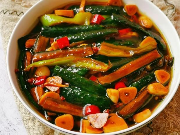 醃黃瓜秘訣。這樣醃製出來的黃瓜又脆又開胃。比吃肉還過癮 - 每日頭條