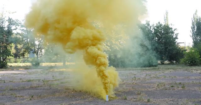 煮融蠟筆也能做出煙霧彈,用這個方法就能營造彩色煙霧 - 每日頭條