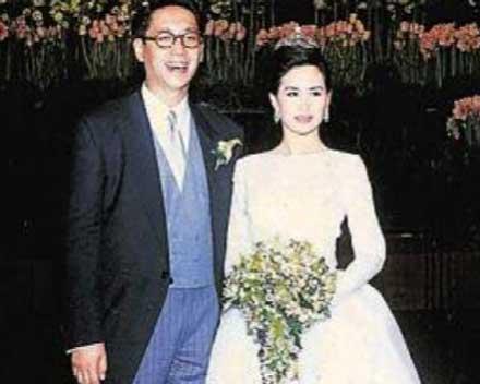 何超瓊許晉亨離婚原因是什麼?何超瓊年輕時照片真的很美 - 每日頭條