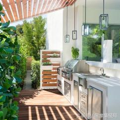 Backyard Kitchen Designs Side Table 几种提升夏日娱乐的户外厨房 每日头条 从燃木比萨烤炉到香草花园等 将您的目光投向这些美丽的户外厨房 获得灵感 为您自己的后院设计一些类似的东西