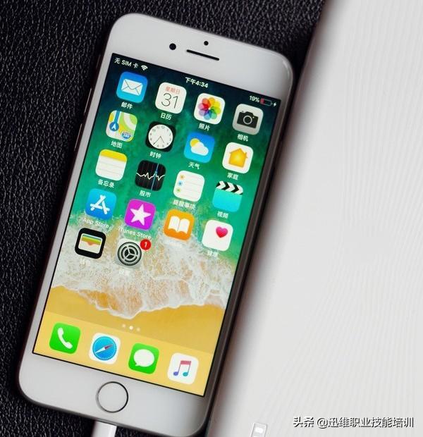 iPhone手機充不進電換電池無效,問題在這,動一下充電快得飛起來 - 每日頭條