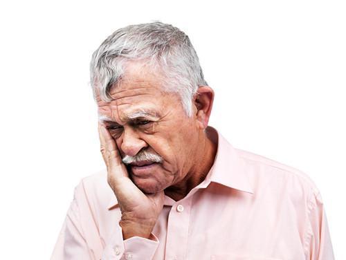 中老年人牙齦腫痛引起半邊臉腫。怎樣快速止痛? - 每日頭條
