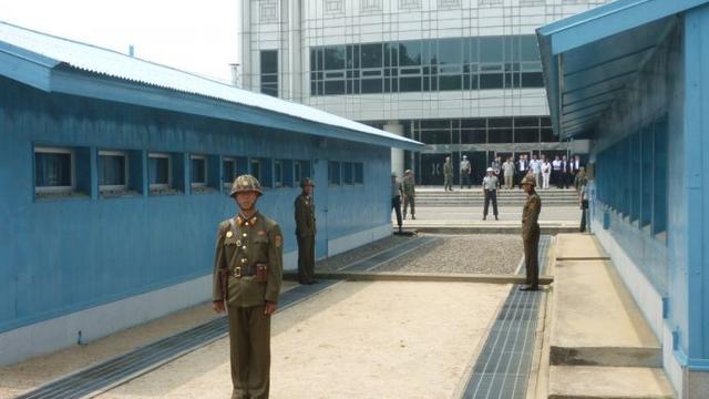 朝鮮板門店 敵對兩軍近距離的親密接觸! - 每日頭條