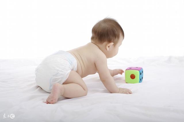 一歲寶寶的爬行好處真的有那麼多? - 每日頭條