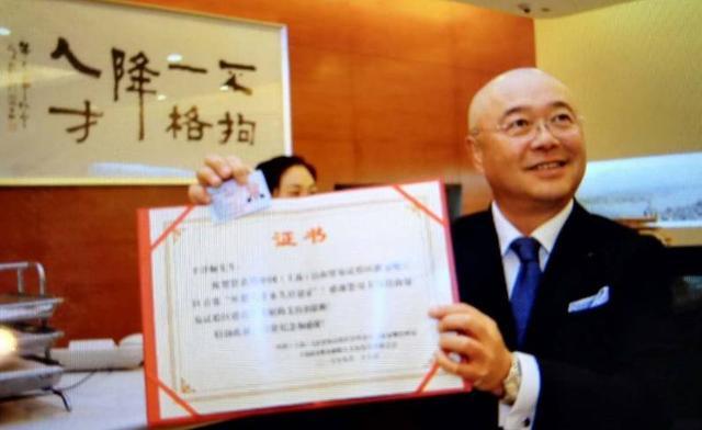 他是陸家嘴第一位拿到「中國綠卡」的歪果仁! - 每日頭條