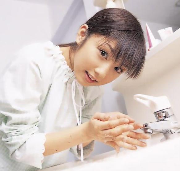 洗臉的誤區你知道嗎?平時洗臉都是正確的嗎? - 每日頭條