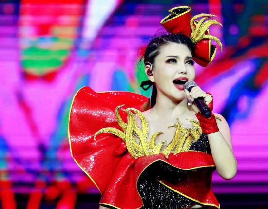 烏蘭圖雅2018北京演唱會實力開唱 全程嗨爆 - 每日頭條