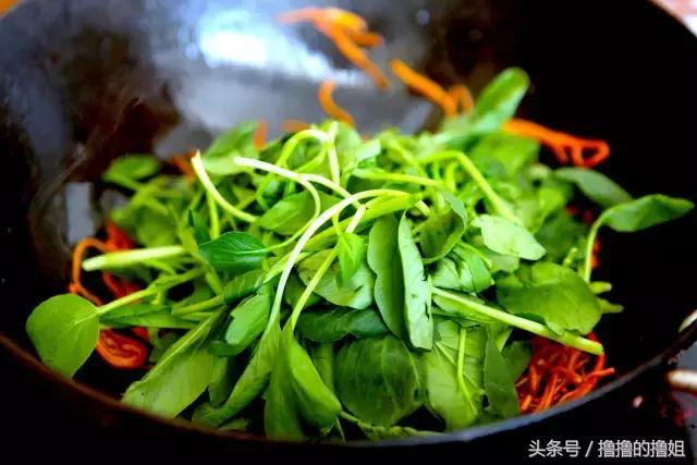 夏天想吃點清清淡淡?來嘗這道菜,滑爽有韌勁 - 每日頭條