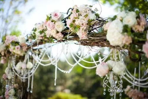為什麼新娘要手拿捧花?為什麼新郎要佩戴胸花? - 每日頭條