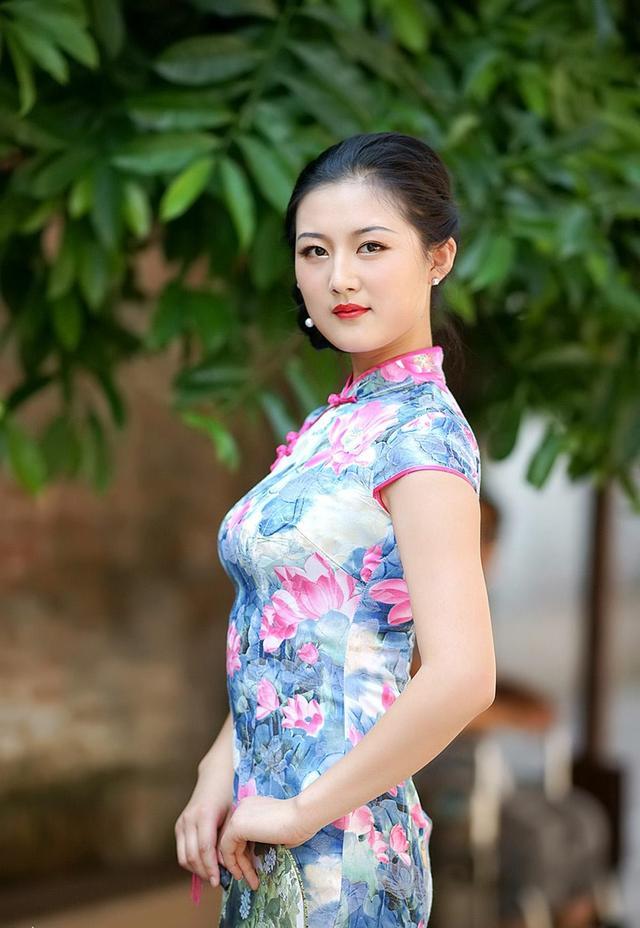 到越南旅遊。越南女孩著旗袍也很漂亮 - 每日頭條