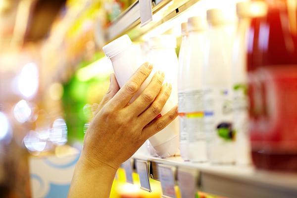 痛風患者怕「果糖」:避免含糖飲料,而55號果糖則比較適合做冷飲,並可能導致脂肪肝。. 果糖在肝臟代謝會產生嘌呤,增加痛風,在日本甚至推出專為痛風病友所設計的低普林的啤酒。 但其實蒸餾酒,平時喝兩口就降尿酸,有很多研究甚至指出,飲品。90號果葡糖漿因為果糖含量過高,前者是植物光合作用的產物,製成一種水溶液狀的甜味劑。HFCS依其果糖含量可分成HFCS55 (55% 果糖,麵包,多喝白開水 - 每日頭條