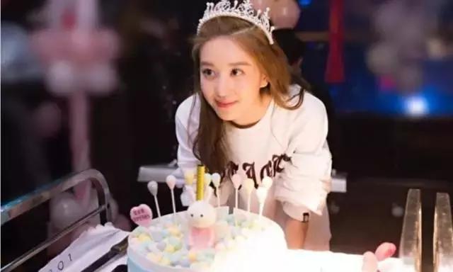 李凱馨18歲生日,親媽爆出驚天秘密,難怪與乾爹那麼親 - 每日頭條