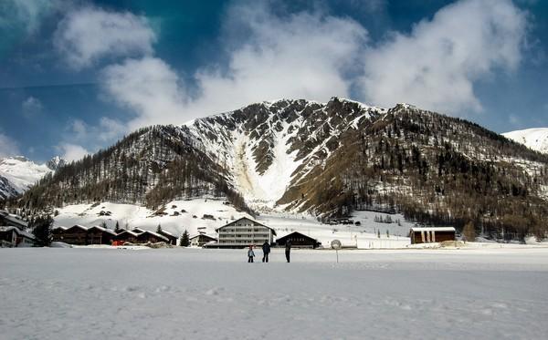 瑞士冰川快車:看風景的火車 - 每日頭條