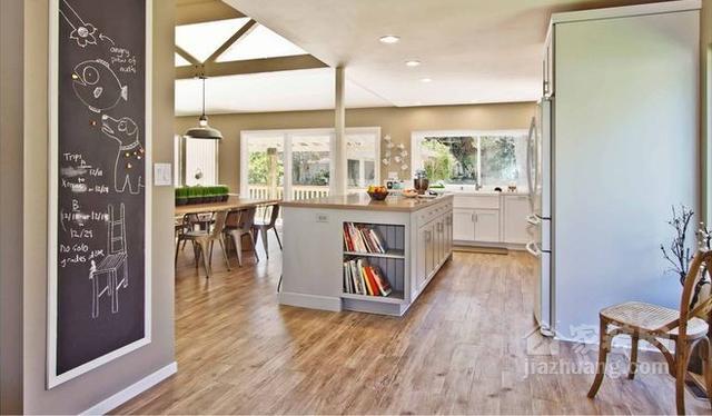 travertine kitchen backsplash kitchens and baths 厨房地板用哪种材料好 不懂的就快看看吧 每日头条 5 乙烯基