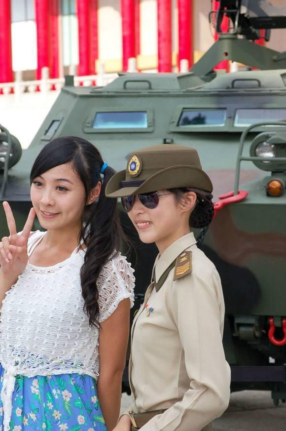 對比強烈 駐港部隊女憲兵比臺灣女憲兵英氣多了! - 每日頭條