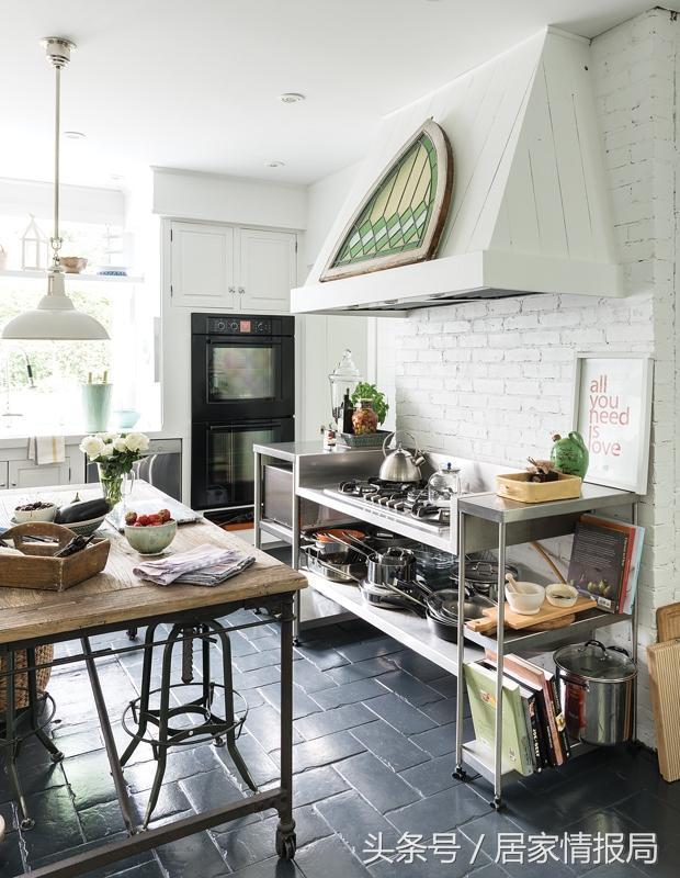 modern kitchen backsplash touch on faucet 10种白色厨房设计理念 每日头条 这个厨房将上部白色橱柜与高光泽的后挡板以及混合的木饰面形成对比 不仅有着现代特色 同时还给人一种温暖的感觉