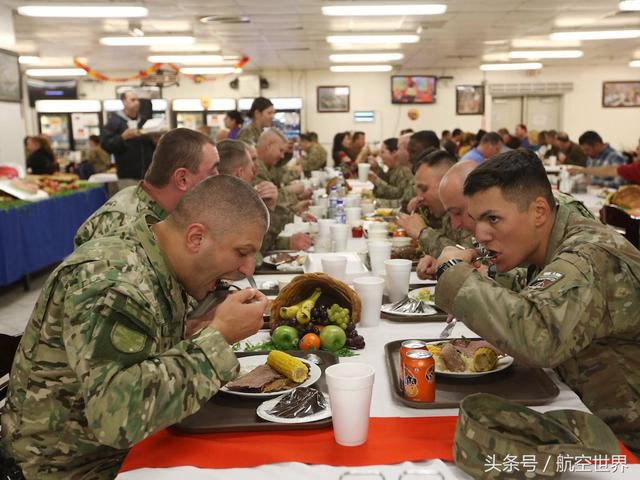 火雞,蛋糕,橄欖球:駐富汗阿美軍感恩節大餐背後的後勤保障實力 - 每日頭條