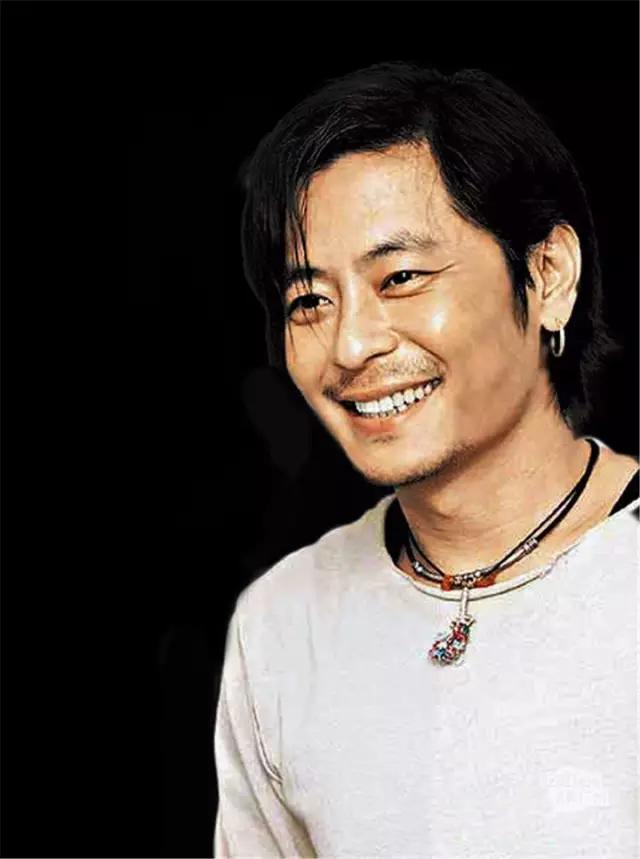 他曾經是香港情歌王子。卻被人下毒毀聲。如今54歲的他復出歌壇 - 每日頭條