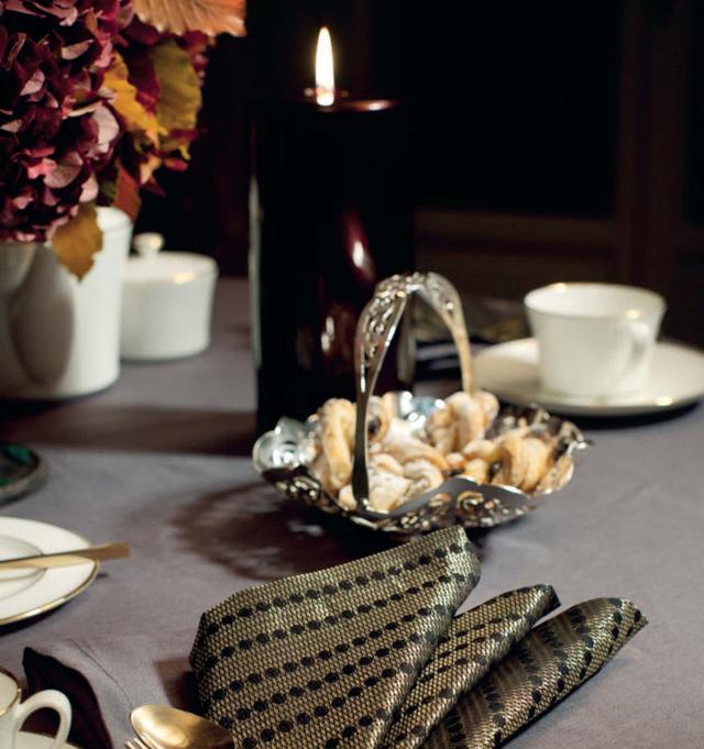 西餐時刻。如何使用餐巾布才優雅? - 每日頭條