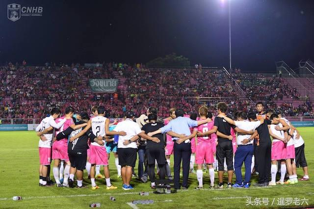 泰超聯賽的「粉衫軍」猜納足球俱樂部-美女粉絲雲集的球隊 - 每日頭條