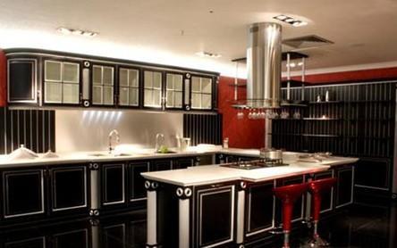 white kitchen cabinets lowes model homes pictures 精致黑色厨柜打造专属男人的厨房 每日头条 专属于男人的橱柜大多都与黑色相关联 这几款精致黑色橱柜 既融合了深沉 低调的个性 又同以塑造帅气时尚的外表 还有温和内敛和冷傲贵气的感觉 非常适合男性的不羁