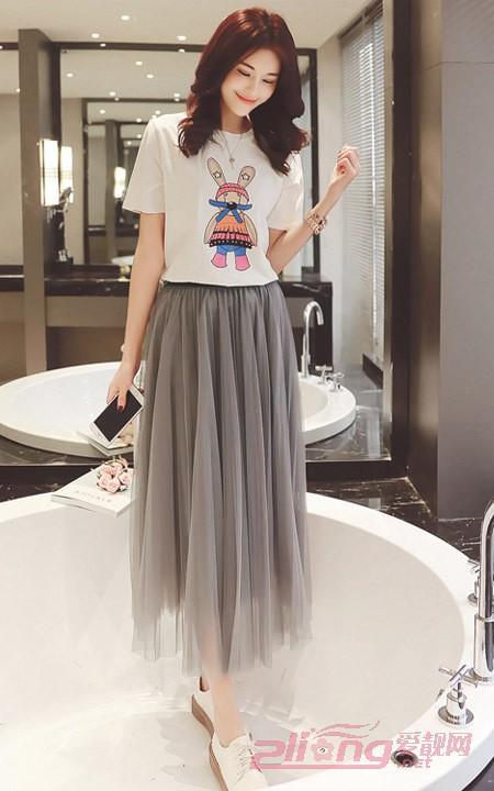 灰色半身紗裙搭配,遇上這樣一件T恤很唯美~ - 每日頭條